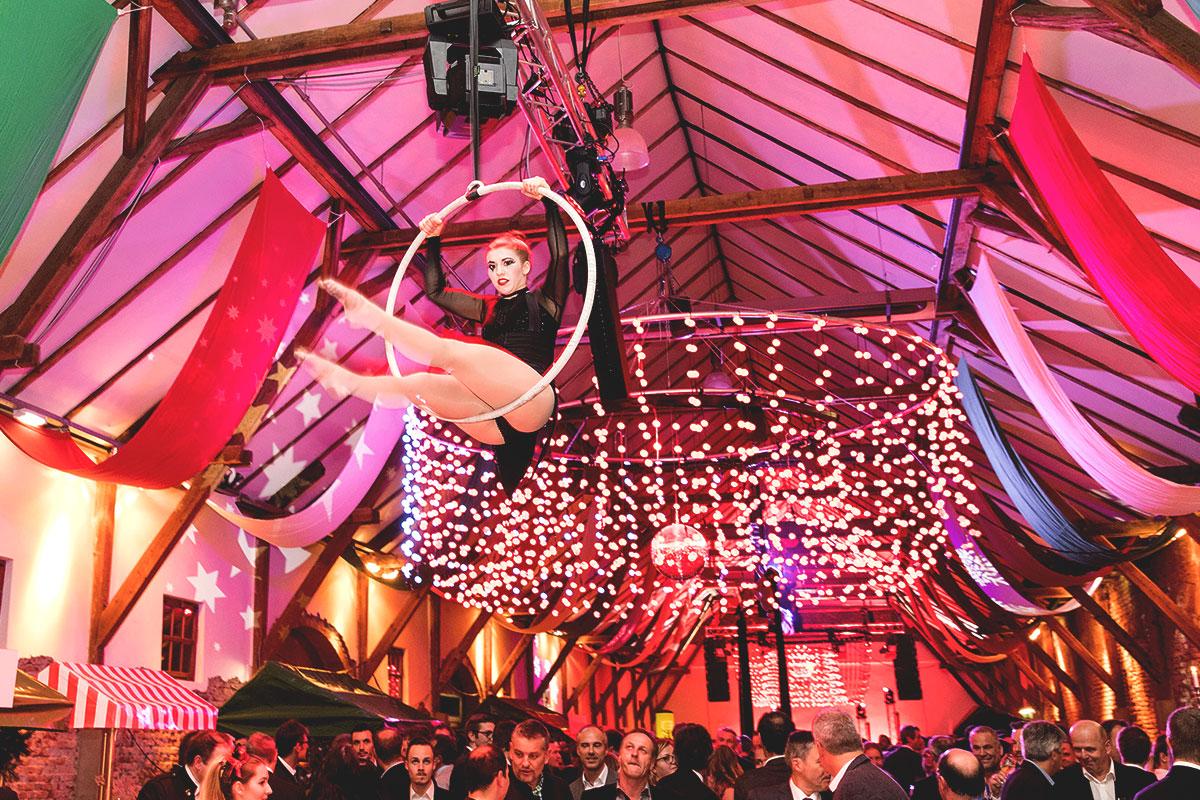 Weihnachtsfeier Zirkus.Christmas Circus Energie Steiermark Weihnachtsfeier 2017